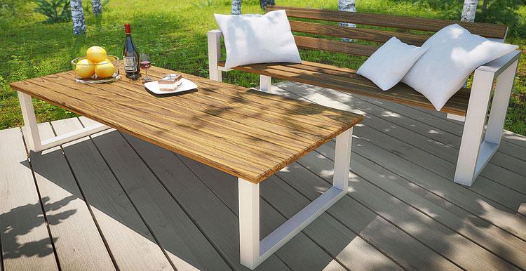 Stół i ławka na tarasie
