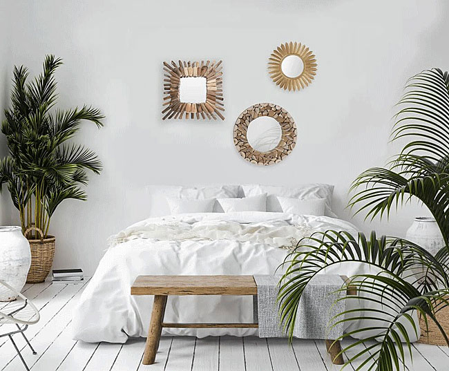 Okrągłe lustro Silmi i złote lustro okrągłe Shaoli we wnętrzu sypialni urządzonej w stylu boho