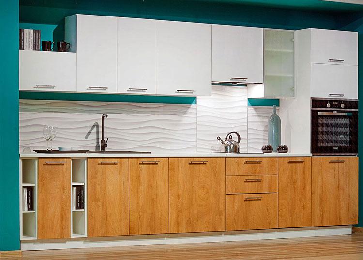 komplet mebli do kuchni szafki górne w kolorze białym szafki dolne fornirowane w kolorze imitującym drewno
