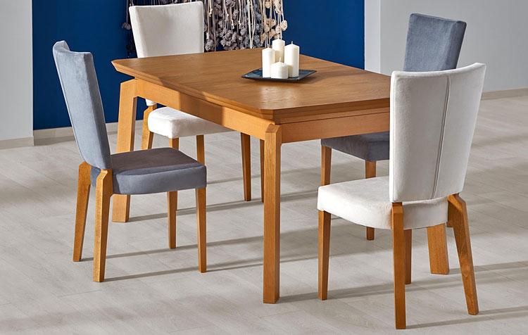 rozkładany stół w stylu minimalistycznym z czterema krzesłami do salonu