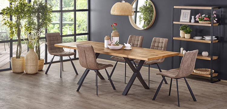 rozkładany stół industrialny pasujący do stylu i wystroju salonu