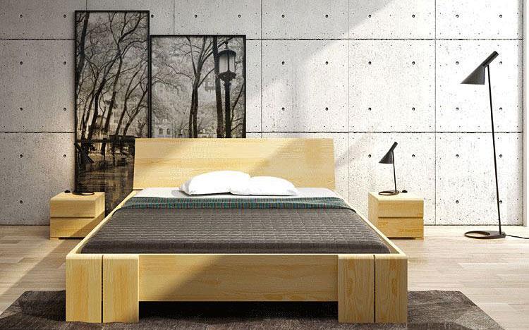 drewniane wysokie łóżko skandynawskie ustawione w sypialni
