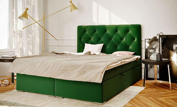 pojedyncze tapicerowane łóżko ustawione w sypialni przy oknie