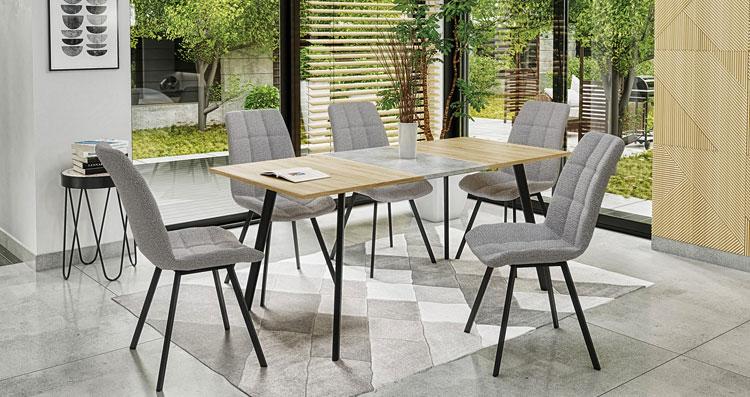 loftowy stół z krzesłami w salonie