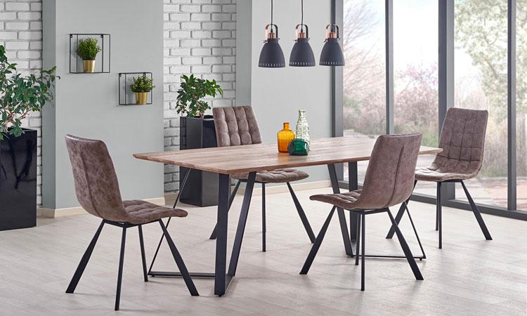 prostokątny stół industrialny w jadalni