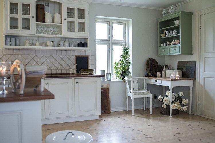 białe meble w kuchni w stylu angielskim
