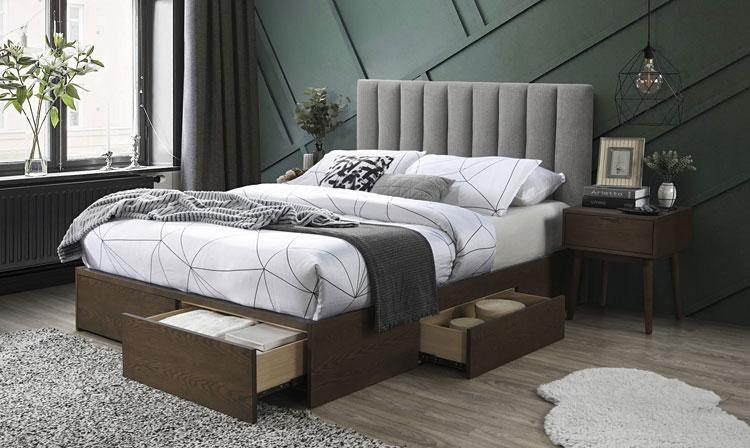 dwuosobowe łóżko z szufladami i schowkami