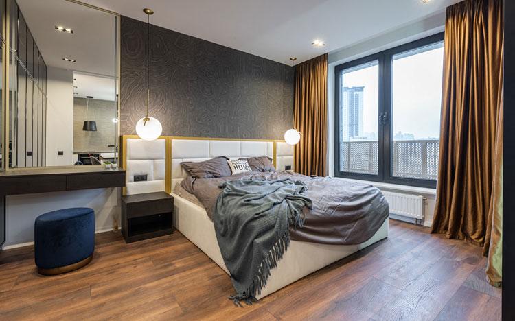 aranżacja nowoczesnej sypialni tapeta na ścianie za łóżkiem