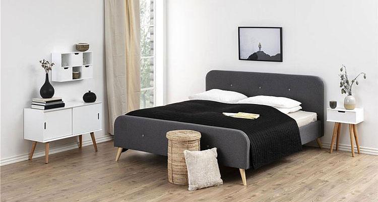 biała szafka skandynawska i tapicerowane łóżko