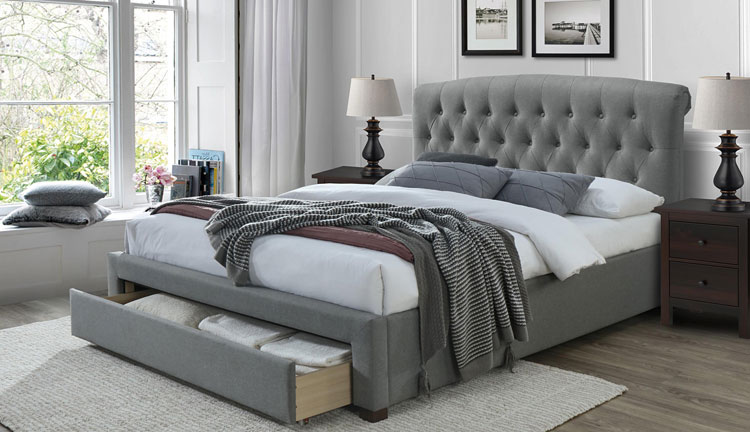 łóżko tapicerowane z szafkami w stylu kontynentalnym
