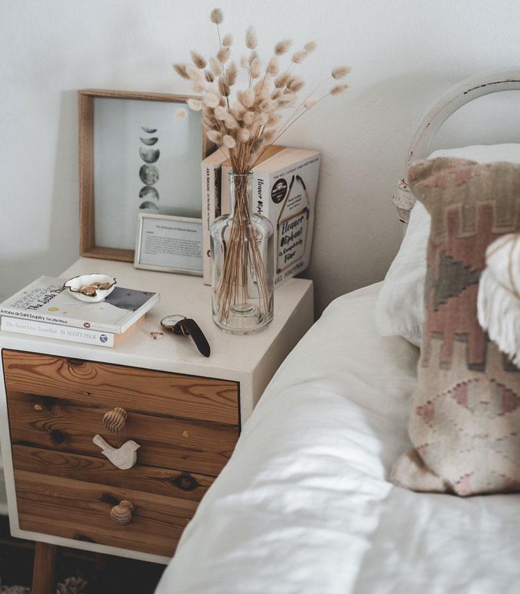 aranżacja małej sypialni w stylu boho
